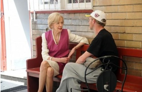 Governor Geral Quentin Bryce talks with guest at St Canice's Kitchen